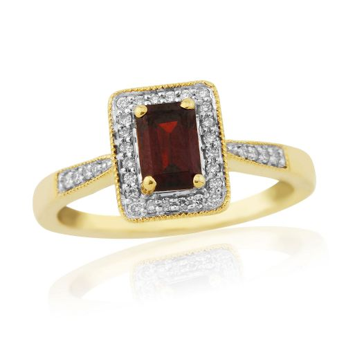 9 Carat Yellow Gold Garnet And Diamond Cluster Ring With Diamonds Set In The Shoulders DGR1412